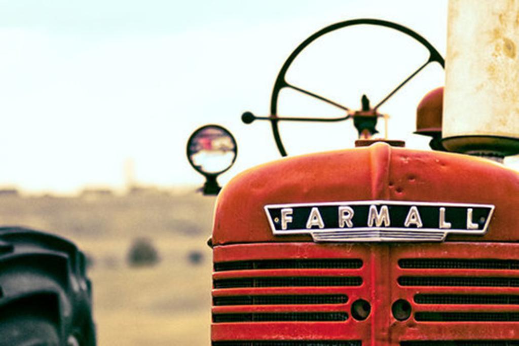 origines du content marketing : tracteur John Deere