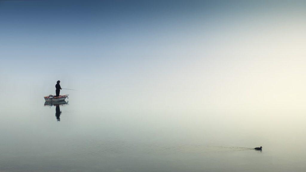 slow content pêcheur sur un lac blog dixit-consulting